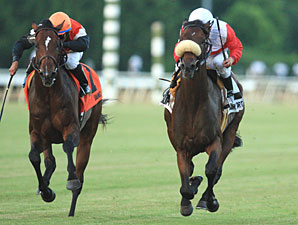 Air Support wins the 2011 Virginia Derby.