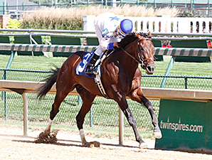 Almost Famous breaks his maiden at Churchill Downs.