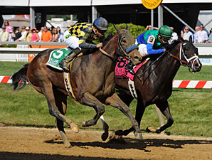 Awesomemundo (left) goes by Love and Pride to win the DuPont Distaff.