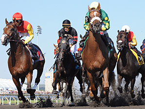 Big Red Mike wins the 2010 Queen's Plate.