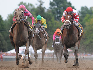 Blind Luck wins the 2010 Alabama.