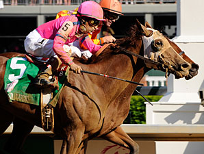 Blind Luck wins the 2010 Kentucky Oaks.