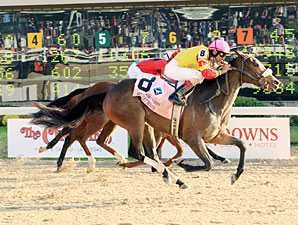 Bouquet Booth wins the 2010 Delta Downs Princess.