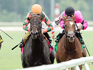 Check the Label wins the 2010 Virginia Oaks.