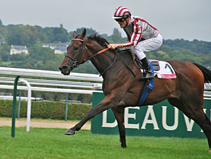 Cirrus Des Aigles wins the Lucien Barriere Grand Prix.