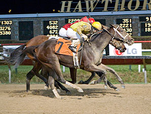 Class Break wins the 2011 Pat Whitworth Illinois Debutante.