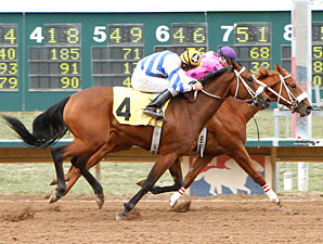 Class Favorite wins the 2010 CTBA Futurity.