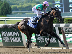 Close Hatches wins the 2013 Mother Goose.