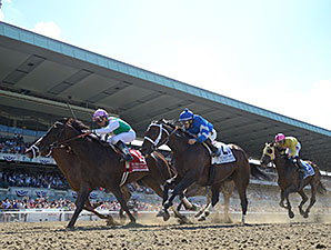 Close Hatches wins the 2014 Ogden Phipps.