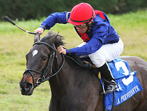 Closing Range wins the 2012 La Prevoyante.