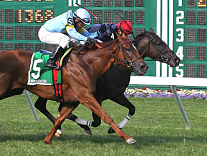 Closing Range wins the 2012 Twin Lights Stakes.