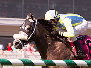 Cyclogenisis wins the 2014 Laurel Futurity.