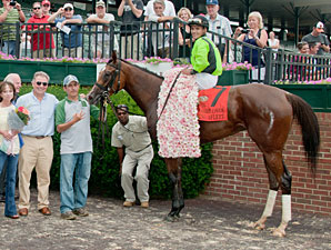 Dancing Afleet wins the 2013 Delaware Oaks.