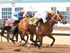 Dashkova wins the 2012 Aztec Oaks.