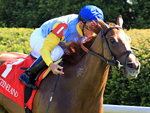 Dayatthespa wins the 2012 Appalachian.