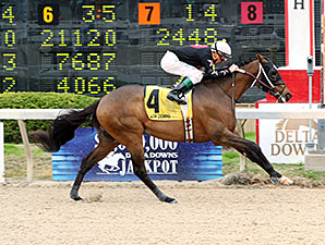 D'cajun Cat wins the 2014 Sam's Town Stakes.