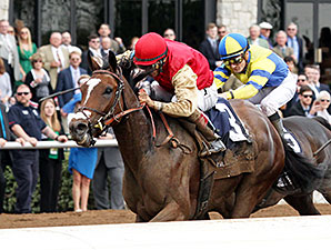 Deceptive Vision wins the 2015 Doubledogdare Stakes.