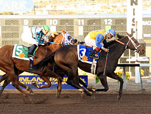 Ducky Drake wins the 2010 KLAQ Handicap.