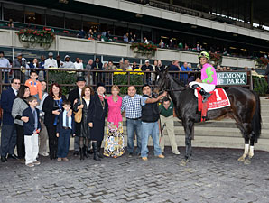 Effie Trinket wins the 2013 Ticonderoga Stakes.