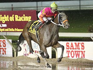 Fools In Love wins the 2009 Orleans Stakes.