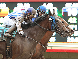 Gold Medal Dancer wins the Minnesota HBPA Distaff.