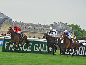 Golden Lilac wins the Prix de Diane.