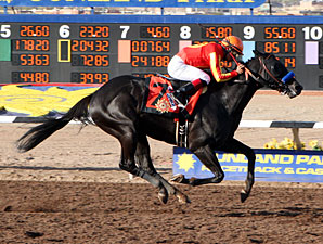 Govenor Charlie wins the Sunland Derby.