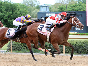 Havre de Grace wins the 2011 Apple Blossom.