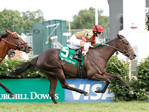 Hot Cha Cha wins the 2010 Early Times Mint Julep.