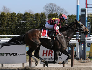 Icabad Crane wins the 2010 Kings Point.