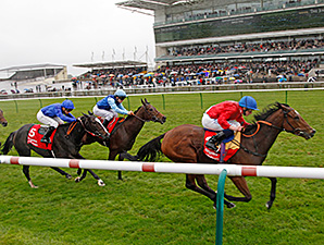 Integral wins the 2014 Sun Chariot.