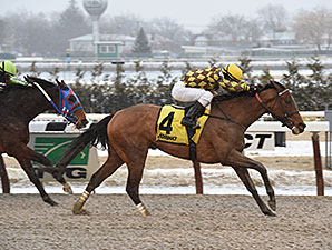 Isabelle wins the 2015 Broadway Stakes.
