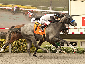 Jedi Mind Trick wins the I'm Smokin Stakes.