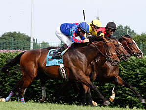 Keertana (rail) wins the 2011 Louisville Handicap.