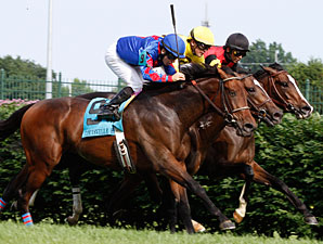 Keertana, inside, wins the Louisville Handicap.