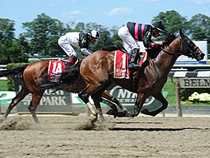 Kid Cruz wins the 2014 Dwyer Stakes.