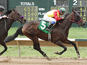 Lady Jila wins the Columbine Stakes.