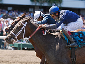 Magical Feeling wins the 2011 Regret Stakes.