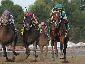 Majesticperfection wins the 2010 Vanderbilt.