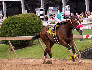 Miss Behaviour wins the 2014 Miss Preakness Stakes.