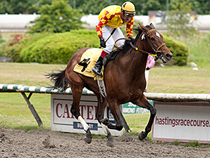 Miss Derek wins the Vancouver Sun Stakes.