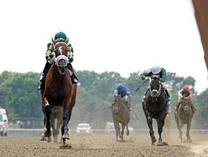 Mucho Macho Man wins the 2012 Suburban.