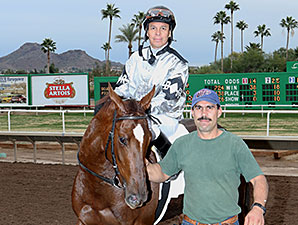 Myrna Lou wins the 2014 Arizona Breeders' Futurity (Fillies Division).