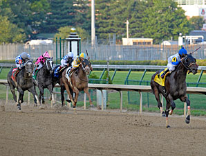 Neck 'n Neck wins the 2012 Matt Winn.