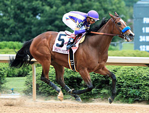 Plum Pretty wins the 2012 Apple Blossom.