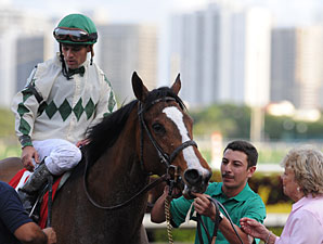 Pomeroys Pistol wins the 2011 Sugar Swirl.