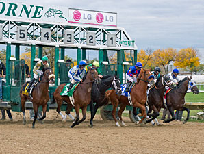 Pool Play wins the 2012 Hawthorne Gold Cup.