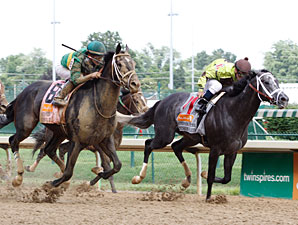 Pool Play wins the 2011 Stephen Foster.