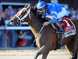 Questing wins the 2012 CCA Oaks.