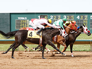 Reallytwisted wins the 2010 CTBA Breeders Oaks.
